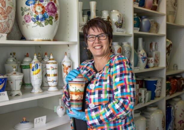 Expertin Petra Werner hat einen untrüglichen Blick für wahre Schätze. Die Hauptkuratorin des Porzellanikon beurteilt am 1. August beim Porzellinertag im Outlet Center Selb die von den Besuchern mitgebrachten Preziosen aus Porzellan. Geöffnet ist von 10 bis 19 Uhr.