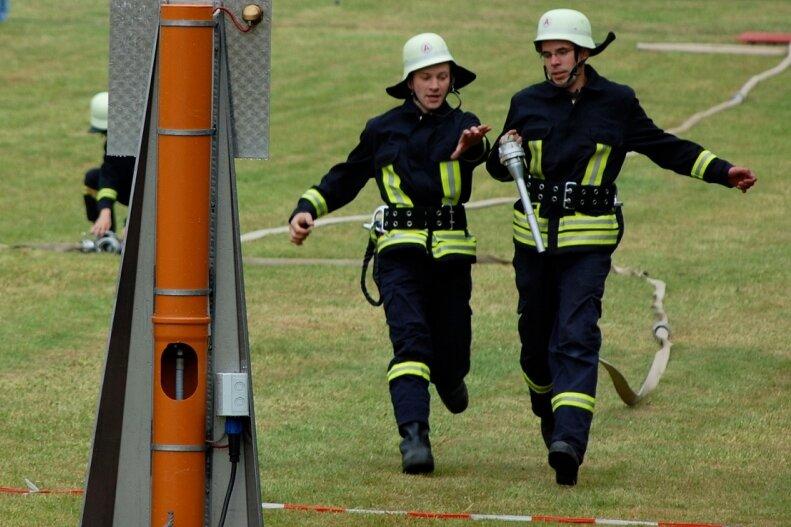 """<p class=""""artikelinhalt"""">Beim Wettbewerb im Löschangriff kämpften auch die Langenauer Feuerwehrmitglieder um Bestzeit, kamen aber auf keinen vorderen Platz. </p>"""