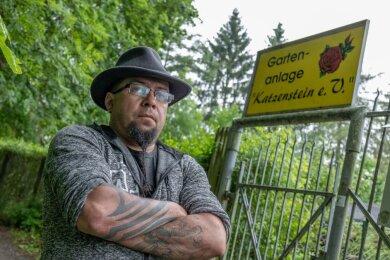 Danilo Lenhardt (45) ist 1. Vorsitzender des Kleingartenvereins Katzenstein. Wegen des abgeklemmten Stroms fürchtet er inzwischen um den Fortbestand der Anlage. Aus dem Rathaus heißt es, man könne nicht viel tun - ohnehin befände sich der Großteil der Gärten nicht auf städtischem Grund.