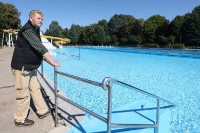 Michael Reinhold und die weiteren Mitglieder des Fördervereins öffnen das 04-Bad am Wochenende noch einmal für alle Gäste zum kostenlosen Besuch. Danach übernimmt die Stadt. Und dann stehen Sanierungen an.