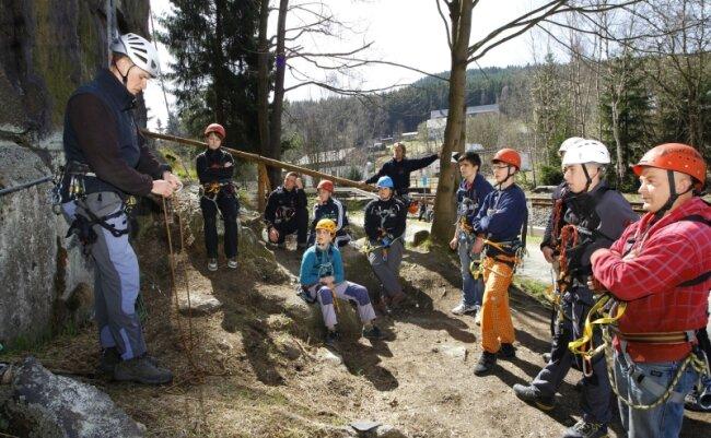Klettersteig Johanngeorgenstadt : Den nonnenfelsen ziert bald gipfelkreuz