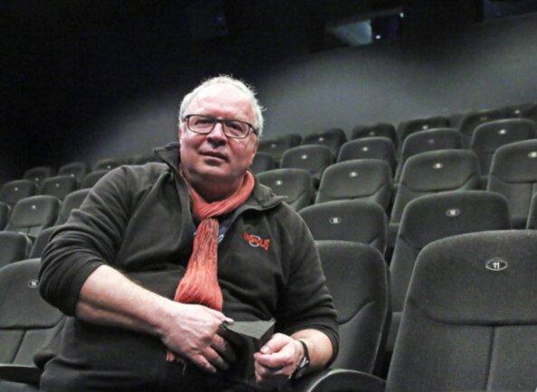 Noch immer allein im Vorführsaal: Thomas Erler, Betriebsleiter des Kinopolis Freiberg.