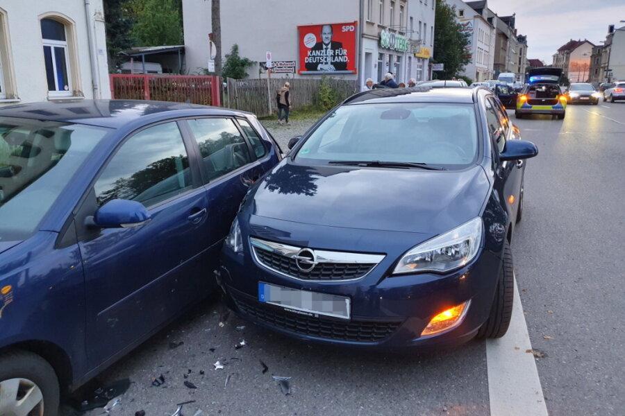 Unfall auf Zwickauer Straße: Opel rammt VW
