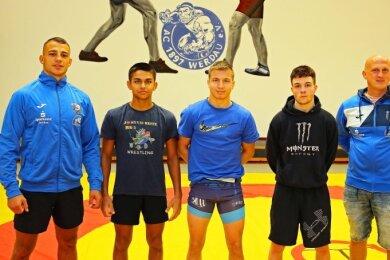 Vier neue Gesichter kann Mannschaftsleiter Jürgen Klimke (rechts) in den Reihen der Werdauer Ringer begrüßen. Das sind von links Konrad Dryschka, Karamjeet Holstein, Moritz Lange und Tjark Berg.