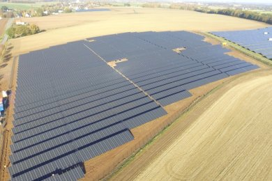 Diese 7,5 Hektar große Anlage bei Dittersbach an der B 169 ist voriges Jahr von der Firma Sabowind errichtet worden. Die Freiberger Firma gehört auch zu den vier Interessenten, die in der Gemeinde Oberschöna einen Solarpark bauen wollen.