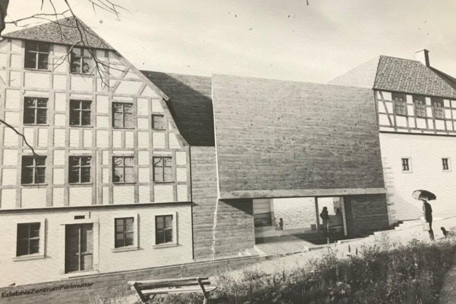 Der Siegerentwurf für das Erlebniszentrum Perlmutter Adorf: Links das Haus Graben 2, rechts das Freiberger Tor, in der Mitte der geplante Neubau, der nun kein Untergeschoss haben soll.