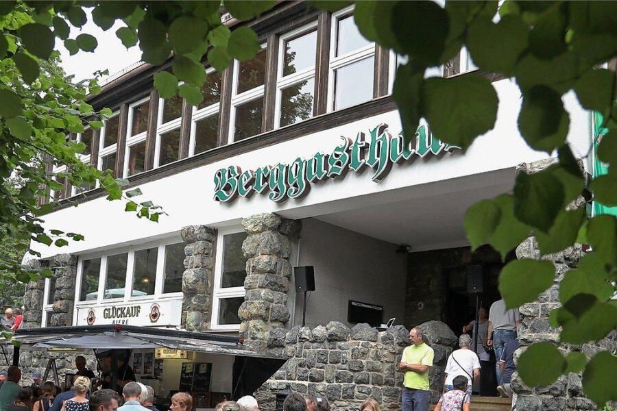 Etliche Besucher zog es am gestrigen Sonntag auf den Pfaffenberg in Hohenstein-Ernstthal zum sonst geschlossenen Berggasthaus.