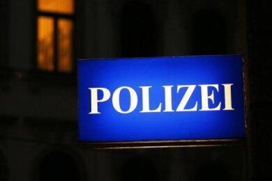 Nach dem Fund einer leblosen Person in einem Mehrfamilienhaus im Chemnitzer Stadtteil Furth ermittelt die Kriminalpolizei wegen eines Tötungsdelikts.