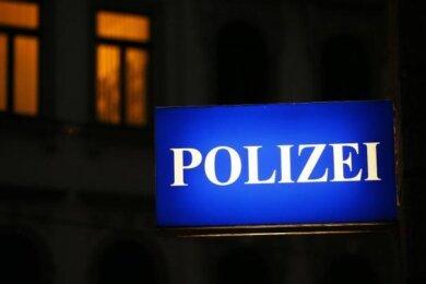 Unbekannte Einbrecher haben in der Nacht zu Freitag sieben E-Bikes aus einem Fahrradgeschäft in Kirchberg gestohlen.