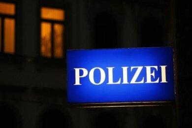 Aus einem Mehrfamilienhaus an der Zwickauer Lothar-Streit-Straße sind zwei E-Bikes gestohlen worden.