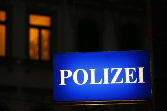 Ein 46-Jähriger ist in der Osterweihstraße in Zwickau von drei unbekannten Angreifern verletzt worden.