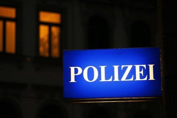 Unbekannter verletzt 34-Jährigen in Zwickau mit Schwert
