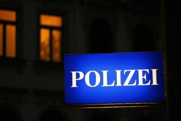 Betrunkene Diebe betteln Polizisten um Geld an