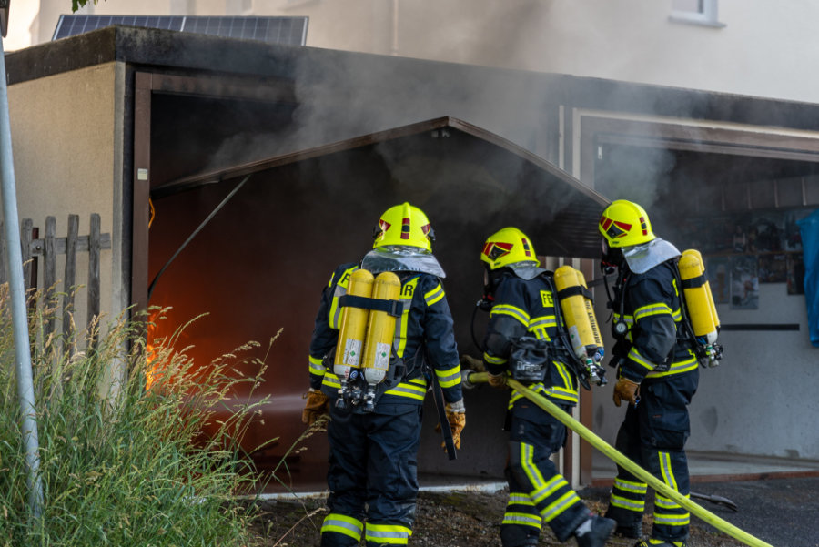 Am Montagabend brannte eine Garage in Treuen aus.