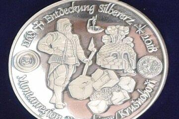 2018 nahm die Münze auf 850 Jahre Freiberger Silbererz Bezug.
