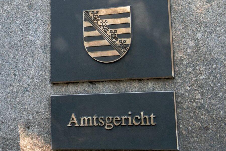 Vor dem Auerbacher Amtsgericht wurde der Fall einer Betrügerin verhandelt. Foto: Hendrik Schmidt/dpa