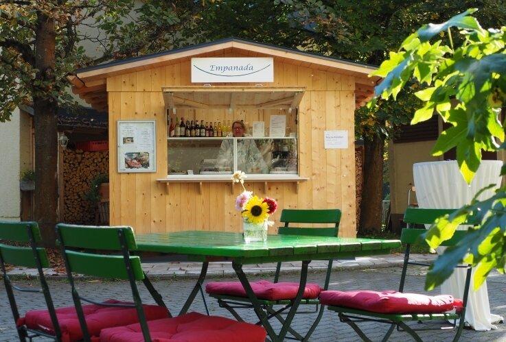 Susie Benz ist sehr glücklich mit ihrem neu eröffneten Kaffeehäuschen in Hennersdorf.