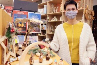 Laut Geschäftsführerin Katja Modes nutzen viele Kunden die letzte Chance auf einen Einkauf im Werdauer Bastelgeschäft Rohleder vor dem erneuten Lockdown am Montag.