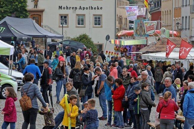 Auf dem Hohenstein-Ernstthaler Altmarkt tummelten sich am Wochenende beim Jahrmarkt etliche Besucher.