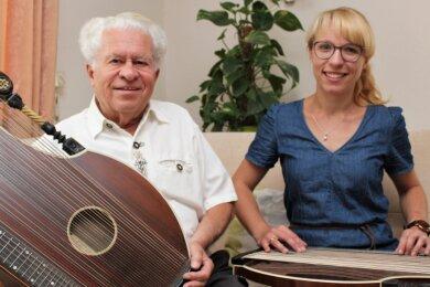 Therese Wagner mit ihrem Opa, der erzgebirgischen Volksmusiklegende Joachim Süß.