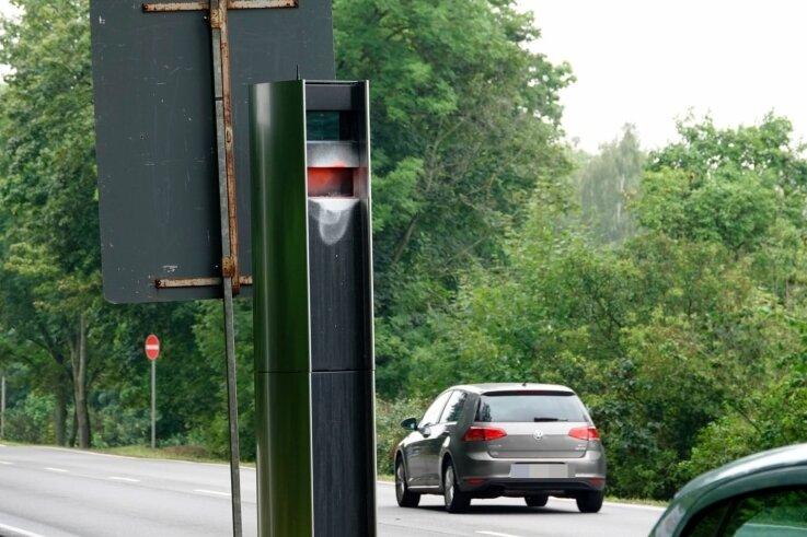 Der Blitzer am Ortseingang an der Dresdner Straße wurde am Wochenende beschmiert. Es war der 19. Fall in der Stadt.