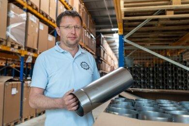 Geschäftsführer Tino Homilius ist in diesen schwierigen Zeiten froh, die neue Lagerhalle zu haben, um weiter produzieren zu können.