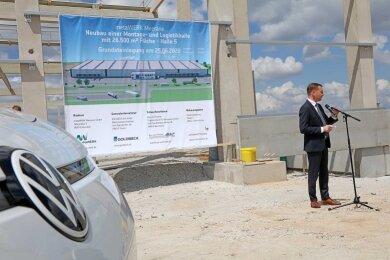 Auch Ministerpräsident Michael Kretschmer (CDU) war bei der Grundsteinlegung für die neue VW-Logistikhalle im Gewerbegebiet Meerane-Crimmitschau anwesend.