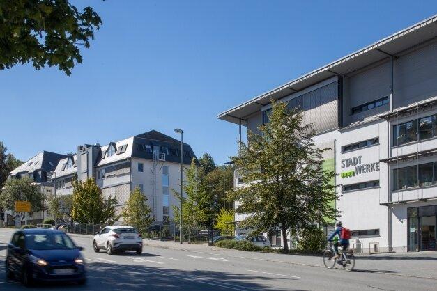 1,8 Millionen investieren die Stadtwerke dieses Jahr in den Umbau des Gebäudes Geyersdorfer Straße 9 (im Bild ganz links).