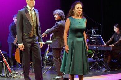 """Alexander Donesch und Susanne Engelhardt sangen zur Spielzeiteröffnung """"Die Musik der Nacht"""" aus dem Musical """"Phantom der Oper"""" unter der Leitung von Josè Luis Gutièrrez; am Keyboard Hui Won Lee."""
