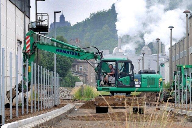 Die Trasse der Erschließungsstraße durch Kriebethal ist schon gut zu erkennen, die erste Papierfabrik ist bereits so erreichbar.