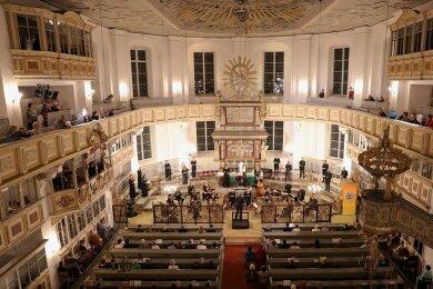 Not als Tugend: Die Gaechinger Cantorey unter Christoph Rademann eröffnet die Corona-Version des Musikfestes Erzgebirge mit einer auf ungewohnte Weise packenden Fassung von Bachs berühmter h-Moll-Messe in der Georgen-Kirche Schwarzenberg.
