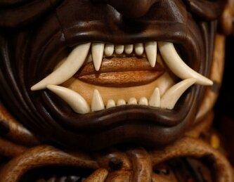 Die Zähne der Maske wurden aus Rinderknochen gefertigt.