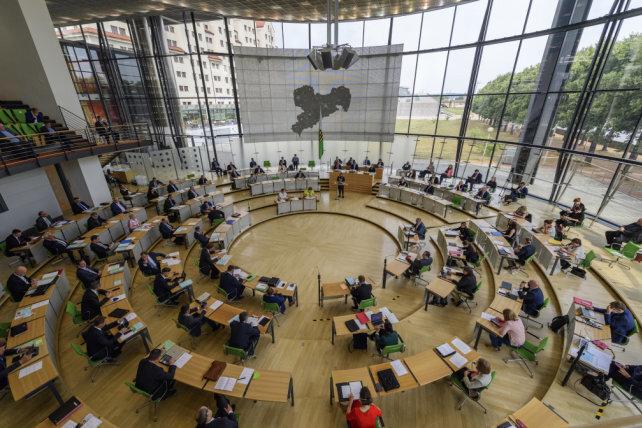 Koalition in Sachsen verschiebt Diätenerhöhung auf April 2022