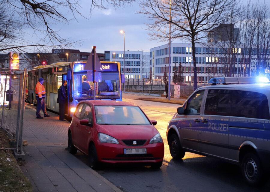 Notbremsung: Drei Busfahrgäste verletzt