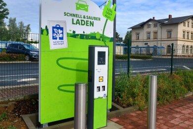 Innerhalb der Modernisierung des Lidl-Markts in Hainichen ist auf dem Parkplatz auch eine E-Ladestation gebaut worden.
