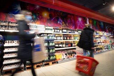Sachsens Supermärkte dürfen nun doch wieder alle Waren verkaufen, falls Waren des täglichen Bedarfs mehr als 50 Prozent ihres Angebots ausmachen.