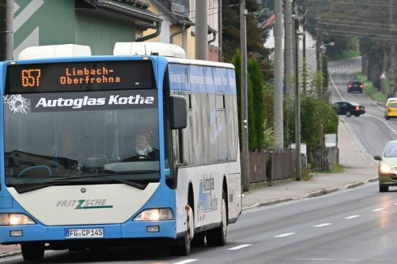 Zwischen Claußnitz und Markersdorf verkehrt die Buslinie 657. Auf die sind jetzt Schulkinder am Nachmittag angewiesen, weil der Schulbus weggefallen ist. Das wollen Eltern nicht hinnehmen.