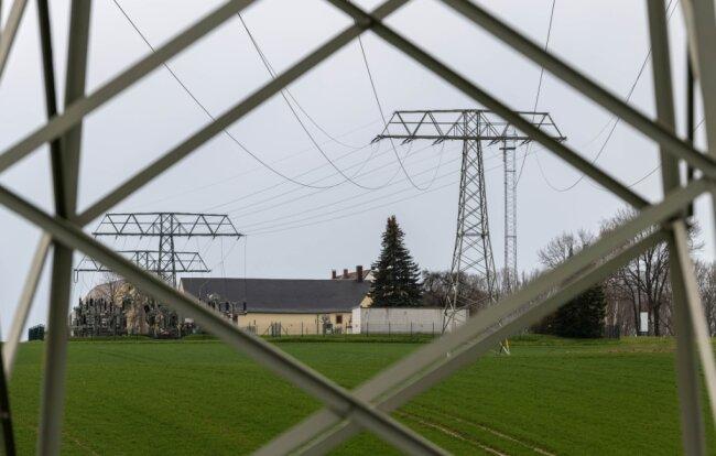 Vom Umspannwerk Oberelsdorf aus soll eine neue Hochspannungs-Freileitung nach Limbach-Oberfrohna gebaut werden.