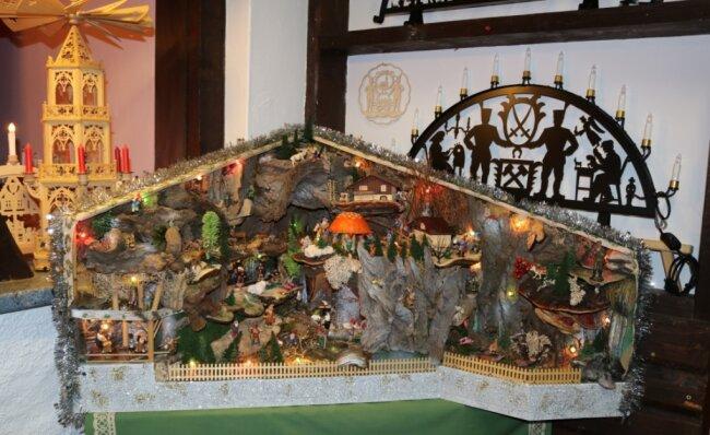 """Der """"Winkel""""-Weihnachtsberg mit den Zwergen. Das gute Stück ist einer der Besuchermagneten."""