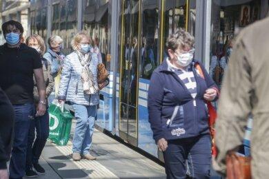 Seit Frühjahr gilt auch im Chemnitzer Nahverkehr Maskenpflicht. Die meisten Fahrgäste halten sich daran.