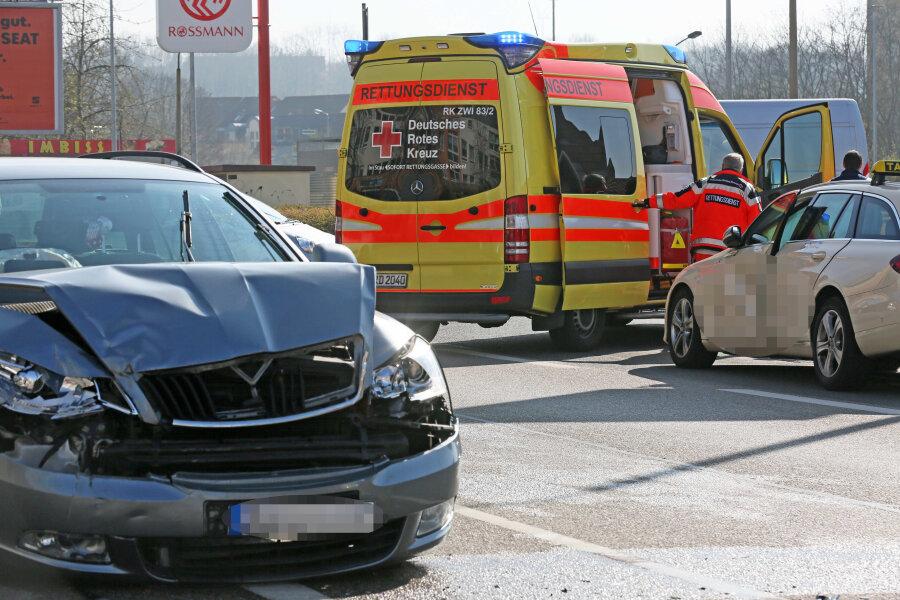 Unfall auf der Pölbitzer Straße: Zwei Verletzte