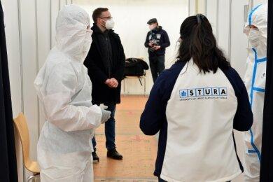 Auf 200 Quadratmetern können in Spitzenzeiten bis zu drei Beschäftigte gleichzeitig testen. Perspektivisch soll hier auch geimpft werden.
