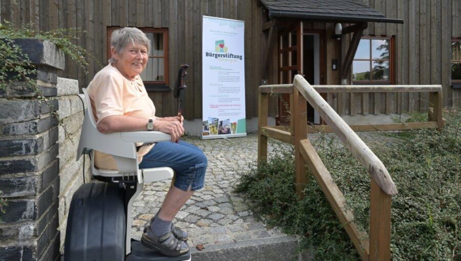Treppenlift im Stützengrüner Bürgerhaus eingeweiht