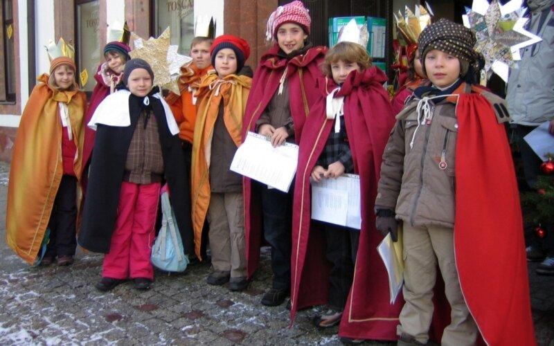 """<p class=""""artikelinhalt"""">Neun Mädchen und Jungen starteten am Sonnabend in Rochlitz ihre Sternsingermission. </p>"""