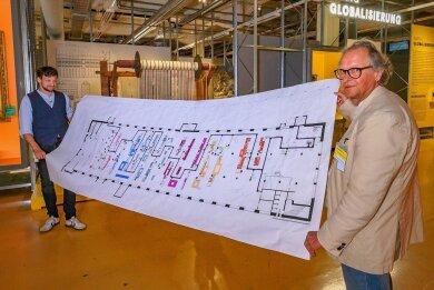 Die Einteilung der Exponate nahm Zeit in Anspruch. Im Bild: Der wissenschaftlich-kuratorische Mitarbeiter Christian Hunziker und der Kurator Thomas Spring (von links).