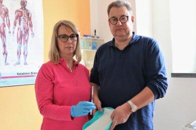 Würden gern mehr Menschen impfen: Dr. Gudrun Schirmer und Diplom-Mediziner Uwe Schirmer aus Flöha.