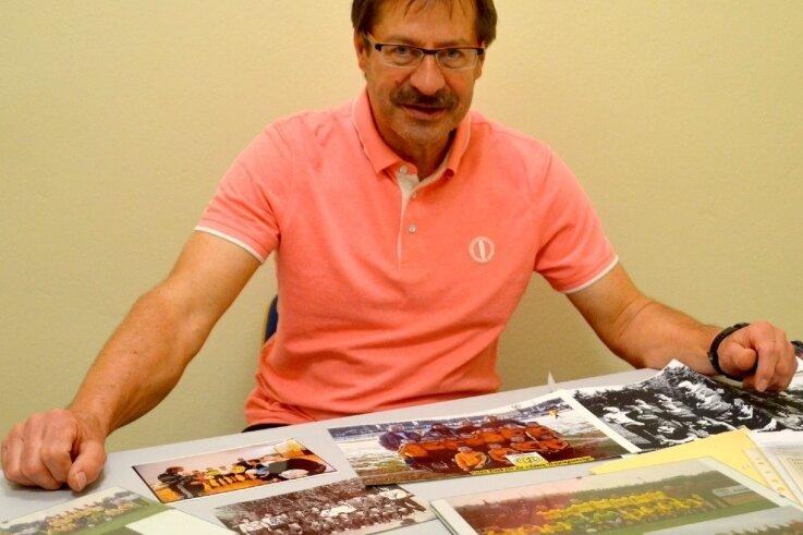 Peter Weck ist heute Sportlehrer am Diesterweg-Gymnasium und Fachberater des Landesamtes für Sport und Bildung. Der Trainer hat mit dem VFC Plauen 1990/91 Geschichte geschrieben.