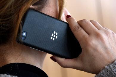 Die Erzgebirgssparkasse warnt: Geben sie keine persönlichen oder kontobezogenen Daten am Telefon preis.