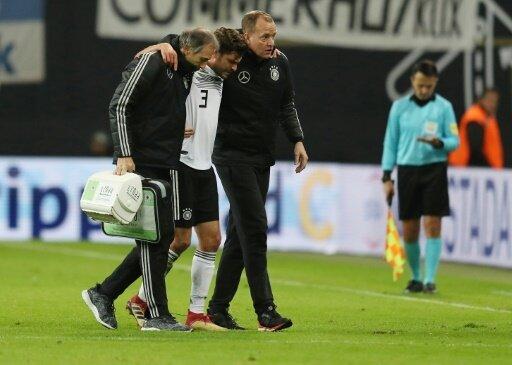 Jonas Hector musste verletzt ausgewechselt werden
