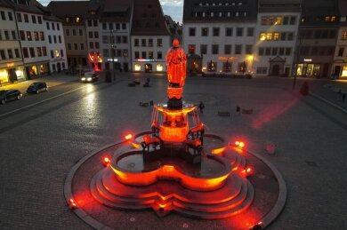 Der Ottobrunnen erstrahlte in Rot.